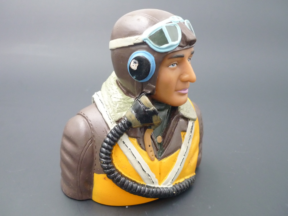 bust pilot WWII 1/5 British, painted