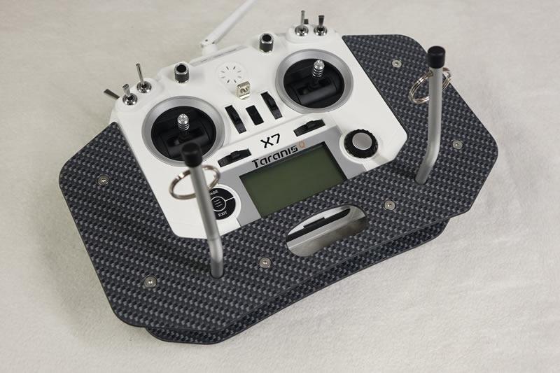 Taranis Q X7 Senderpult V2X mit Auflage, carbon-optik